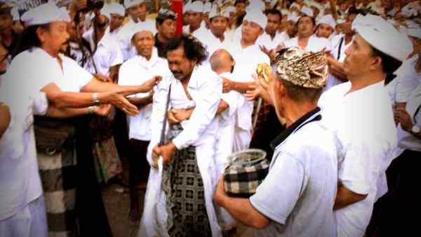 Kerauhan Sebagai yang Sakral Hindu Di Bali