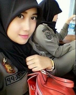 Nurul_Habibah_Si_Cantik_Satpol_PP_vpygxo