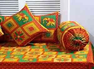 Mrigna Kantha 8 Pcs Diwan Set