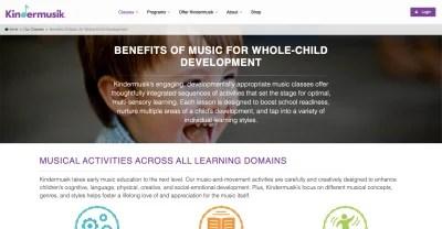 Avantages Kindermusik: bébé sourit et rit