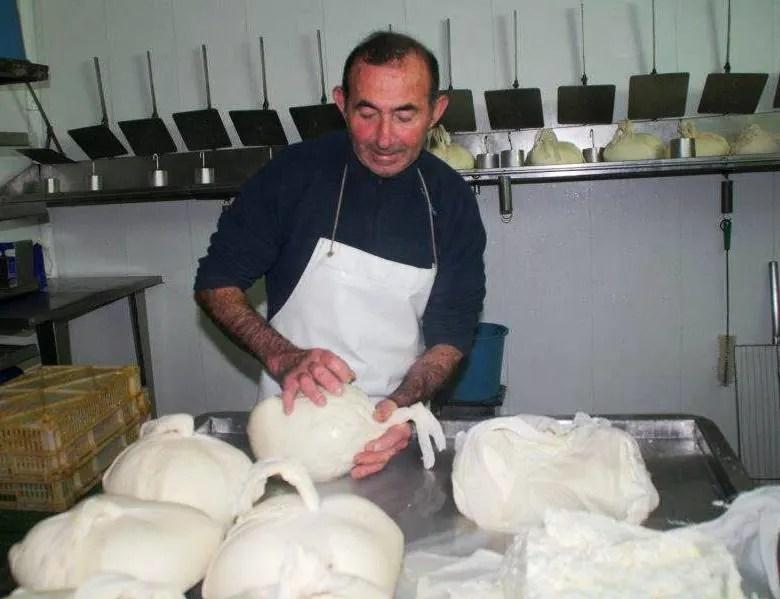 Elaboracion-queso-Mahon-Menorca-El-Portal-del-Chacinado
