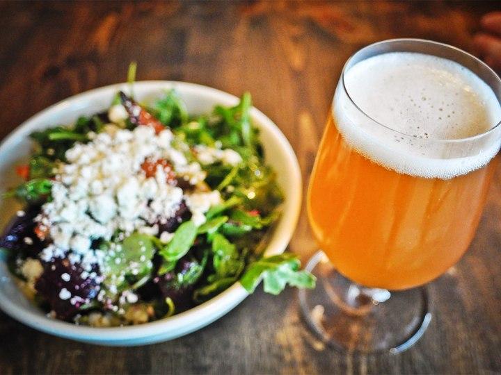 Maridaje-de-la-cerveza-con-ensaladas-El-Portal-del-Chacinado