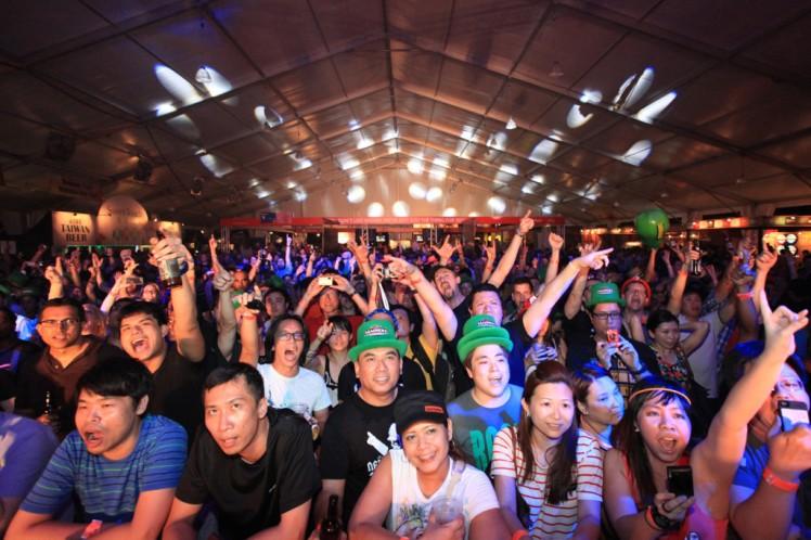 Festivales-musicales-con-bandas-de-rock-en-festival-de-la-cerveza-beerfest-asia-2014-El-Portal-del-Chacinado