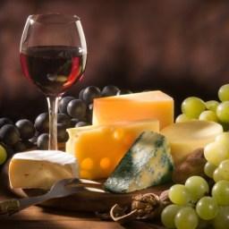 combinar-vino-tinto-blanco-o-rosado-con-quesos-y-otras-comidas-El-Portal-del-Chacinado