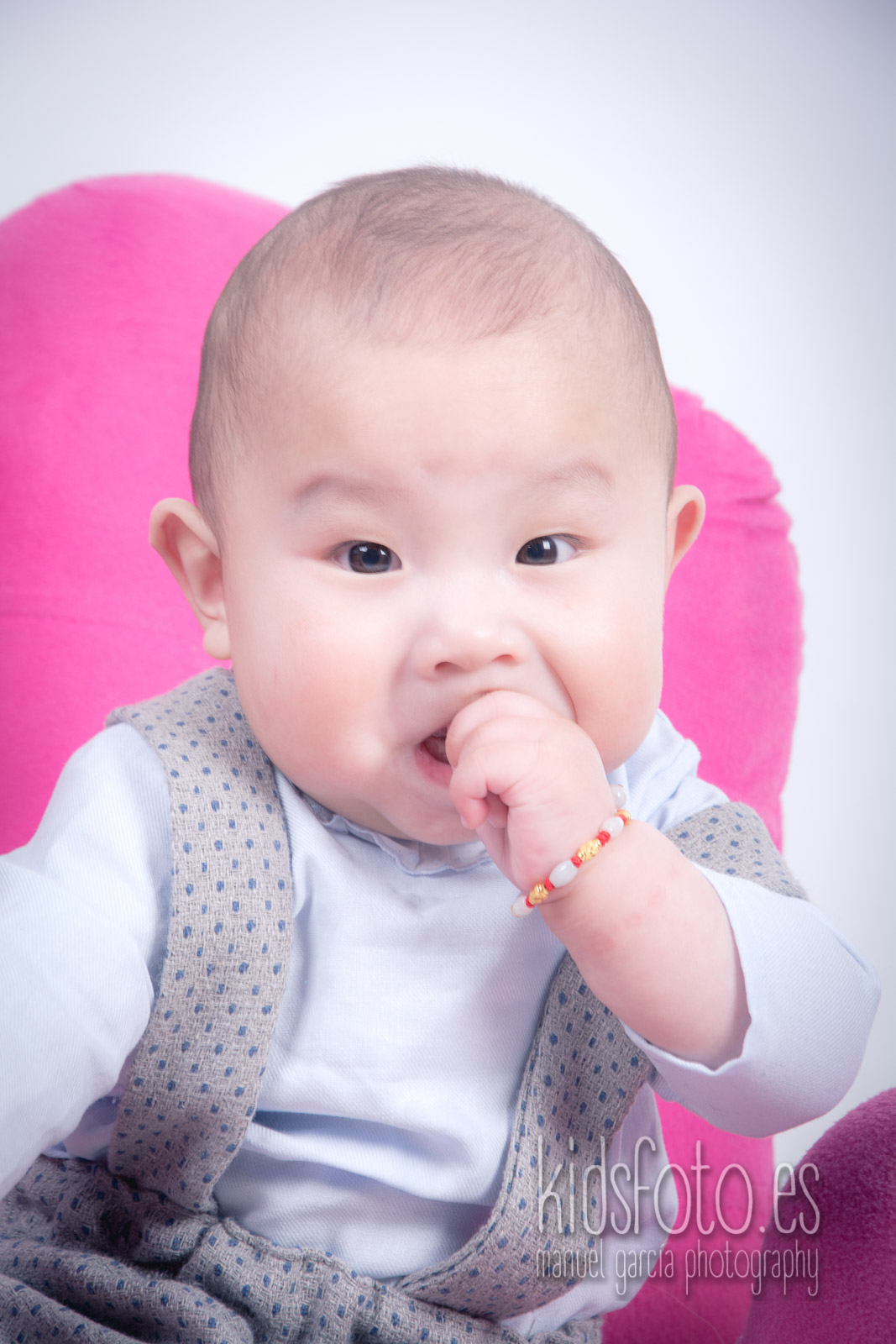 kidsfoto.es Sesión fotográfica bebé 6 meses, fotógrafo bebé Zaragoza