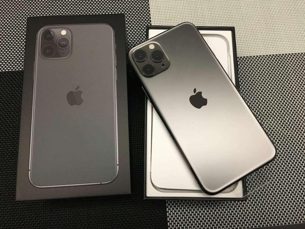 iPhone 系列一貫的質感盒裝和尊絕不凡的手機本體