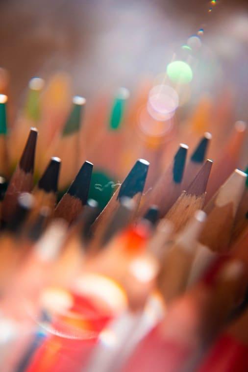 lápices de colores, indispensables en la psicoterapia de arte.