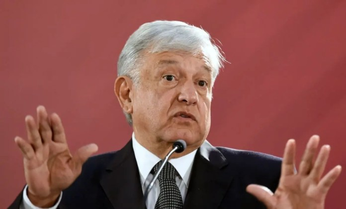 AMLO confesses that he is afraid after narcomantas