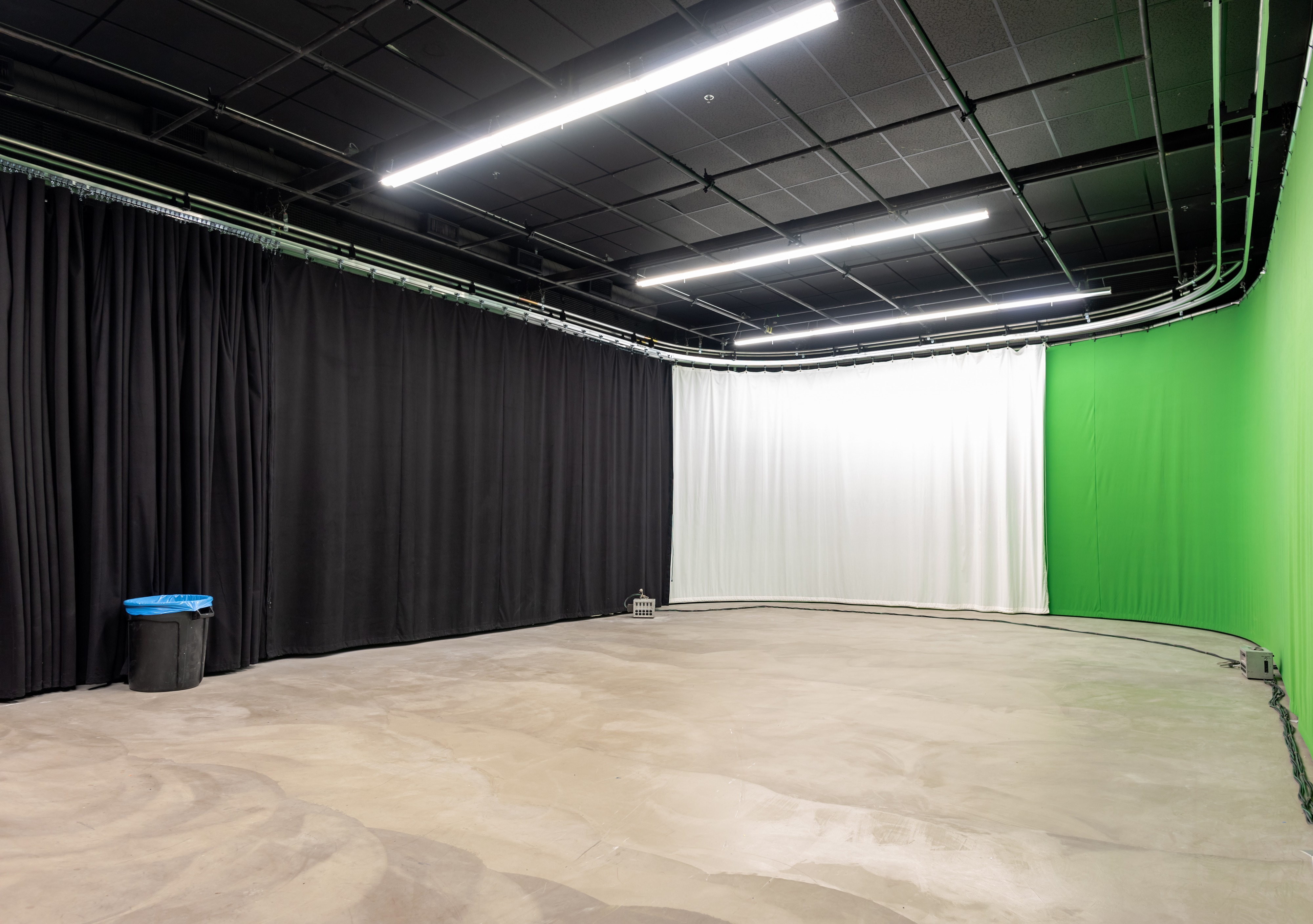 new large la film photo studio with green screen black and bleach muslin curtains los angeles ca production peerspace