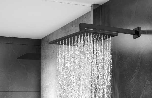 Ducha LorenQuadra leva cor e estilo para banheiros
