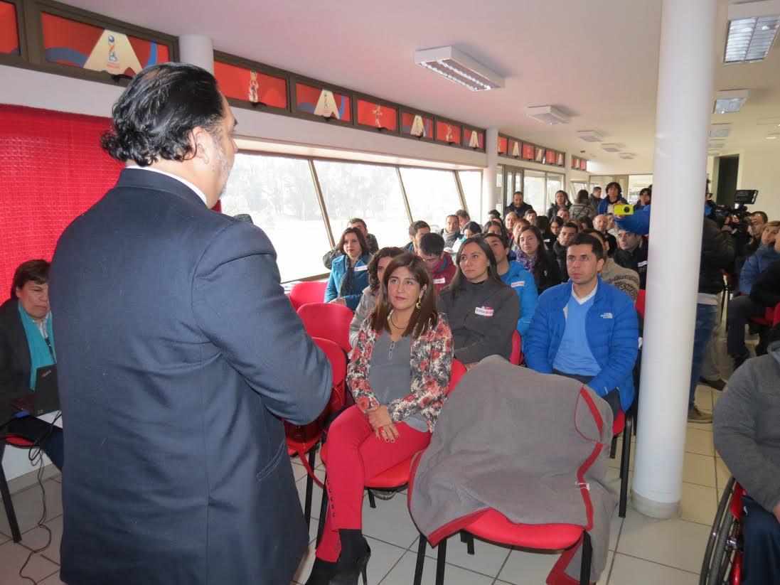 Gobernador Vega apoya nueva Política Regional de Deporte