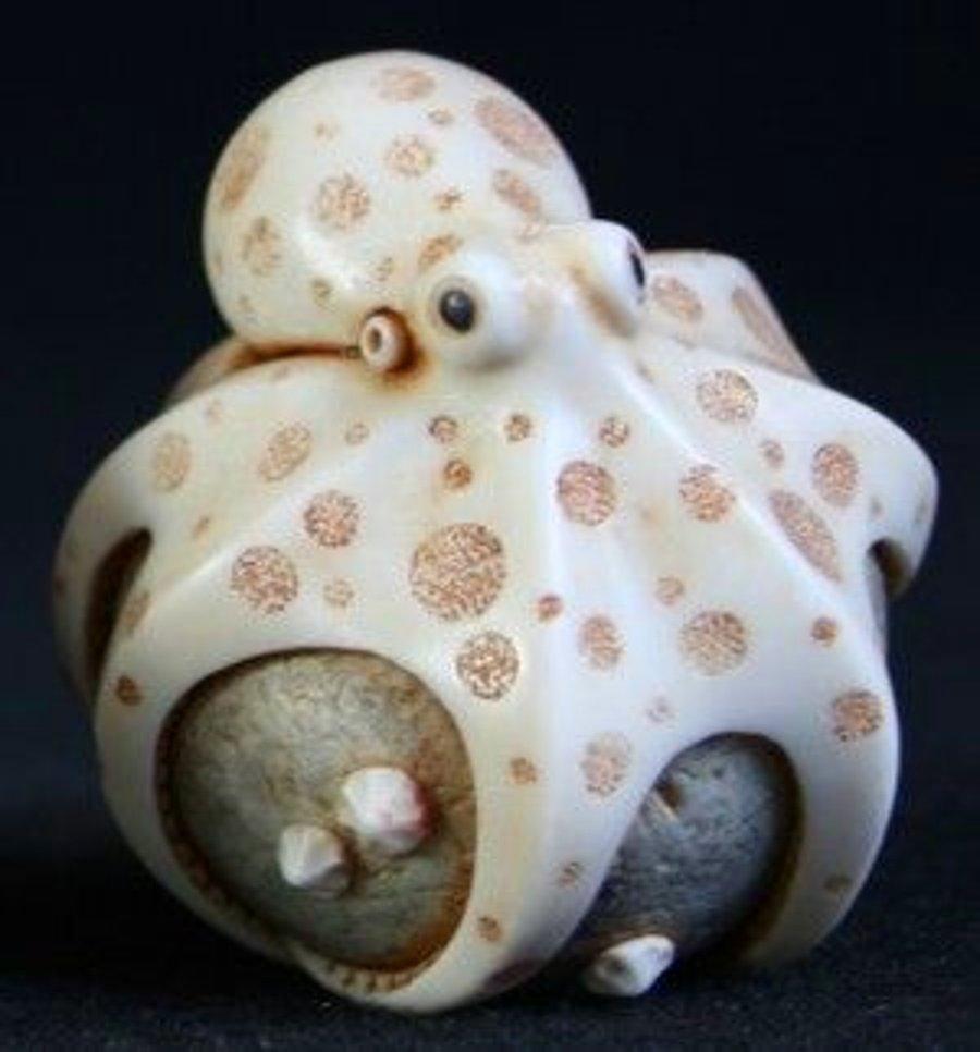Octopus Netsuke / Adam Binder