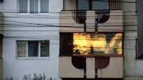 Apus - reflexie frumoasă pe un geam ne-termopan - Ceea ce este nu este ceea ce vezi!
