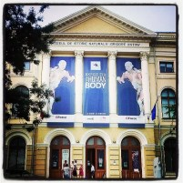 Panou cu expoziția The Human Body la Muzeul de Istorie Naturală Grigore Antipa
