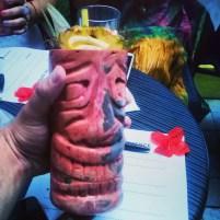 Băuturile tiki se servesc în pahare cu specific mistic polinezian