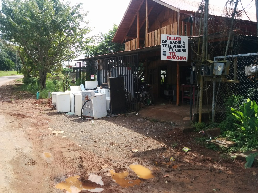 Appliance repair shop on the outskirts of Cobano