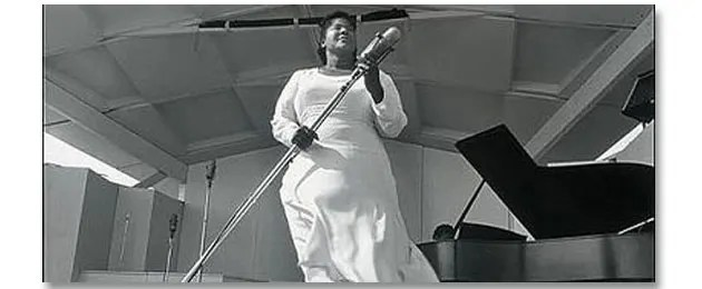 mahalia jackson on stage