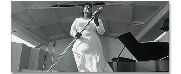 mahalia jackson on stage