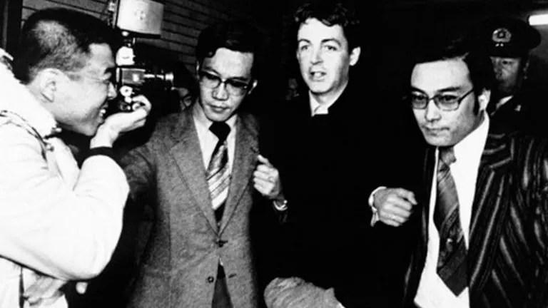 Paul McCartney es arrestado en Japón