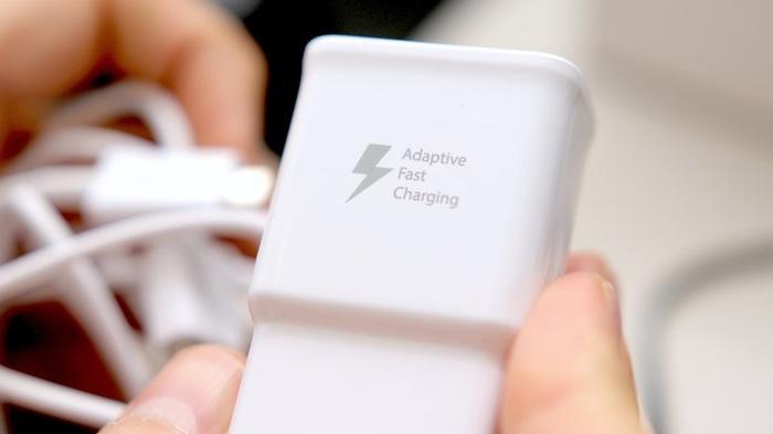 Seberapa Penting Baterai Besar dan Teknologi Fast Charging di Smartphone?