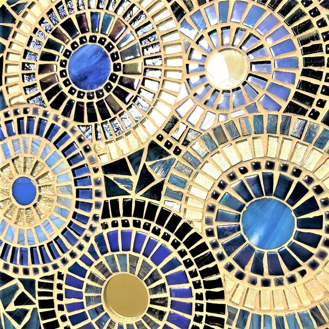 a close up of a beautiful mosaic with