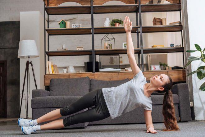 Foto doc. Miss Tourist. Salah satu gerakan yoga yang dapat dilakukan saat di rumah.