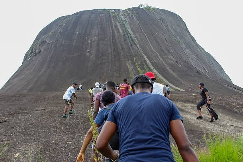 Hiker Falls From Abuja Mountain, Dies (VIDEO)