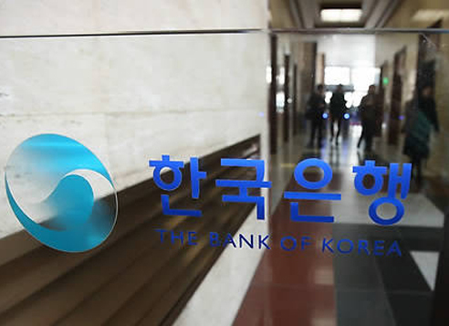 Hasil gambar untuk Bank of Korea (BOK) Gov. Lee Ju-yeol is scheduled to host a banquet for his Chinese counterpart Zhou Xiaochuan and Japanese central banker Haruhiko Kuroda in Songdo, west of Seoul.