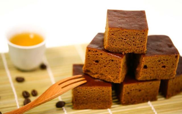 黑糖糕,圖片取自源利軒黑糖糕老店官網。