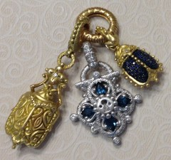 White gold lock with yellow gold scarabs