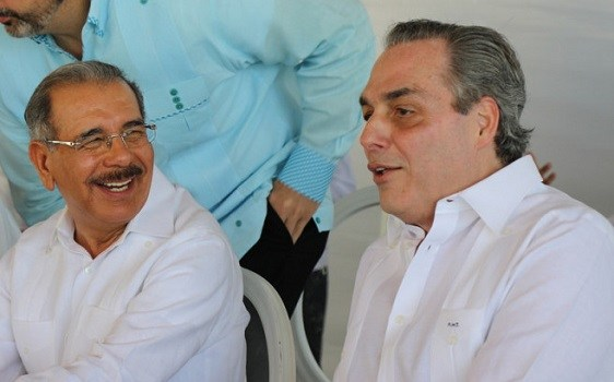 Danilo Medina junto a Abraham Hazoury.