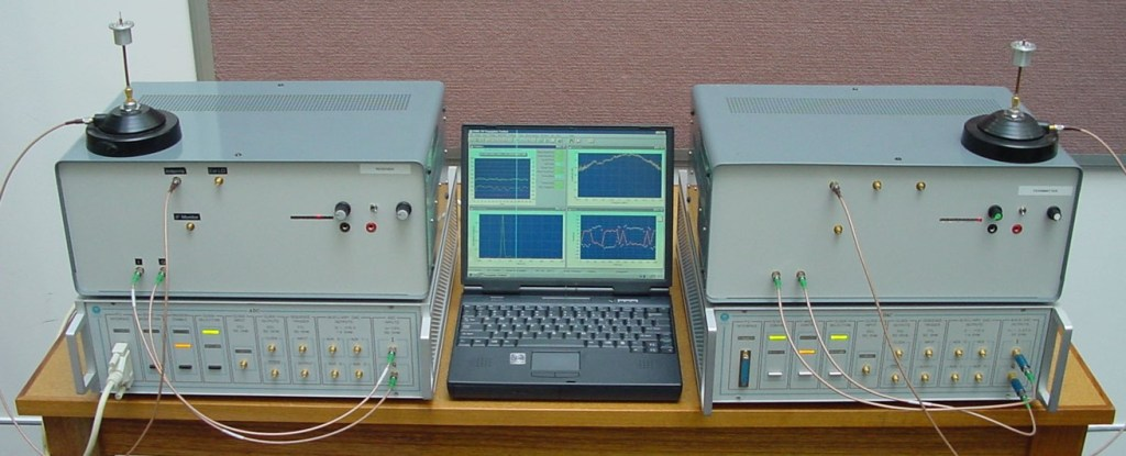 Single transmitter - single receiver wideband (125 MHz) software defined radio demonstrator developed in 90'