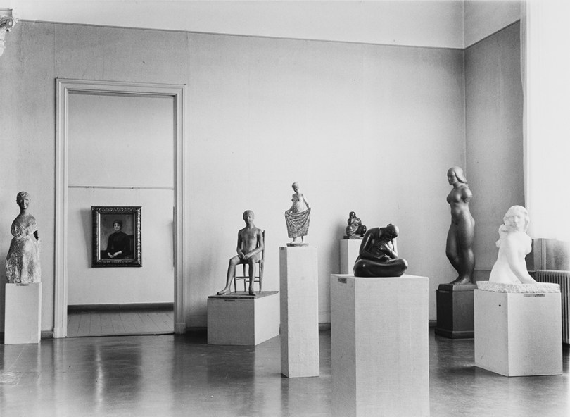 The sculpture room at the Ateneum Art Museum, in 1959. The photograph includes a painting by Ilya Repin and sculptures by Marino Marini, Giacomo Manzù, Ben Renvall, Carl Wilhelms, Felix Nylund, and Wäinö Aaltonen. Photographer unknown. Negative collection. Archive Collections, Finnish National Gallery
