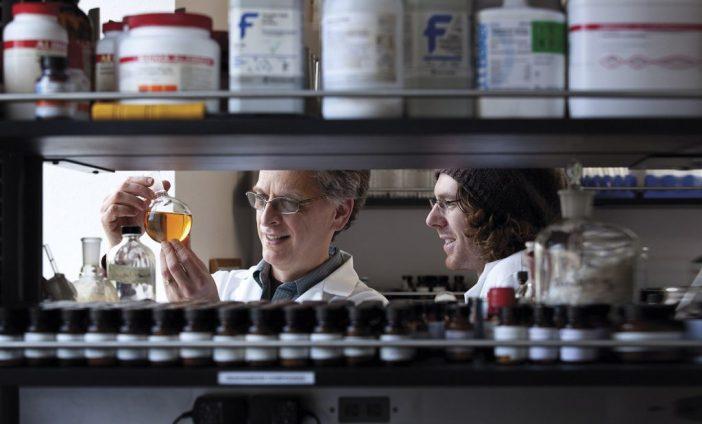 Dr David Peyton and Rob Jenson in the DesignMedix lab