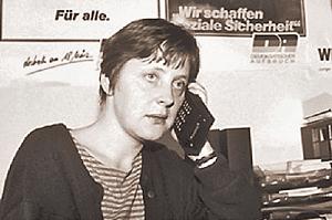 1417669911 merkel  2 w500 Les Mémoires de l'ancien chancelier allemand Helmut Kohl pourraient enterrer la carrière de Merkel