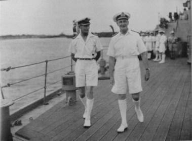 À droite – l'amiral James Somerville (1882–1949)