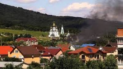 Fumée dans la petite ville de Moukatcheve