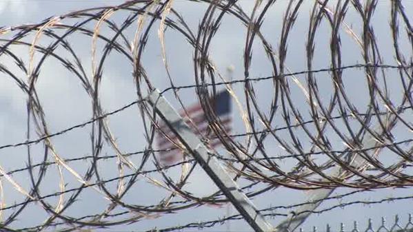 Les prisonniers de #Guantanamo lancent leurs défections sur les gardiens http://francais.rt.com/lemonde/1042
