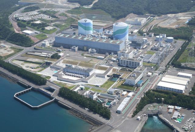 Vue aérienne de la centrale nucléaire de Sendai et de ses deux réacteurs, exploitée par le groupe Kyushu Electric Power sur l'île de Kyushu, située à l'extrême sud-ouest de l'archipel japonais.