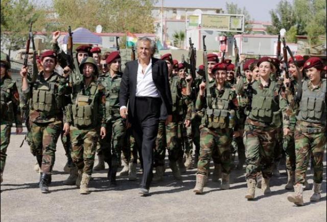 Daech voile les femmes. A Erbil, elles défendent leur patrie, à égalité avec les hommes.