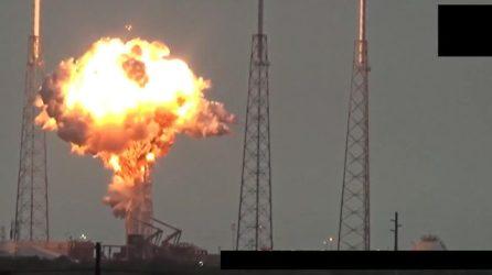 Did-an-UFO-destroy-the-Falcon-9-Rocket-Un-Ovni-destruyo-el-cohete-Falcon-9.avi_snapshot_00.02_2016.09.02_04.46.30-640x360