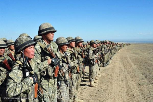 exercice militaire des forces Kazakhs dans le cadre de la lutte antiterroriste initiée par l'OCS.