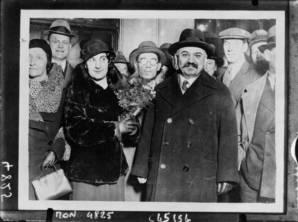 L'Ambassadeur Ivan Maisky et son épouse arrivant à Londres, 1932