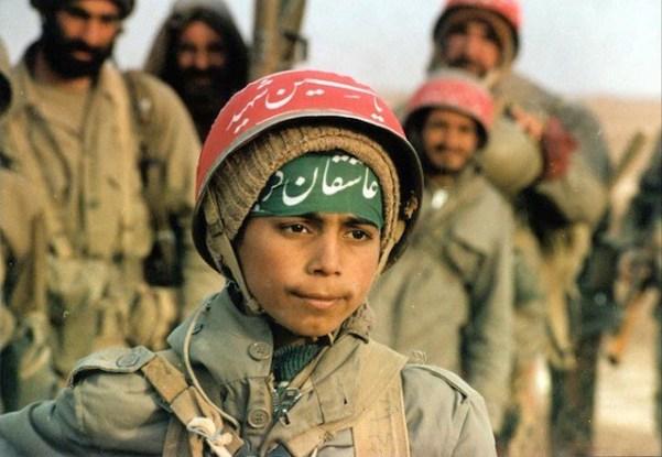 Iranian-volunteer-children-in-front-line-of-the-war