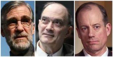 Trois membres de Veteran Intelligence Professionals for Sanity : Ray McGovern, ancien analyste de la CIA (à gauche), William Binney, ancien directeur technique de la NSA (au centre) et Thomas Drake, ancien cadre supérieur de la NSA (à droite). (Crédit pour toutes les photos : domaine public)