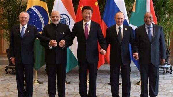 Les cinq chefs d'Etats, Brésil, Inde, Chine, Russie, Afrique du Sud, au sommet des BRICS à Johannesburg en juillet 2018.