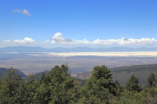 Vue du bassin de Tularosa, du monument national et de la zone de missiles de White Sands et de la base aérienne de Holloman de Sunspot, au Nouveau-Mexique.