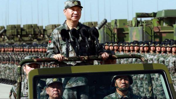 """Xi Jinping avertit les militaires de """"se préparer à la guerre"""""""