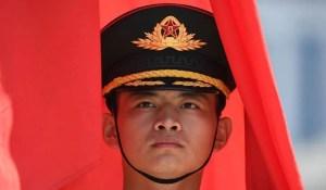 La Chine va de l'avant en dépit du chaos et des menaces