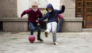 Suède : Halmstad interdit les masques à l'école